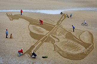 Strad on the beach - giant violin sand drawing on Elie beach, East Nuek of Fife