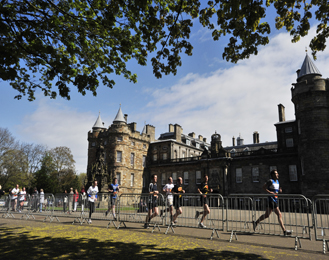 Seal of royal approval: runners pass Holyrood Palace forecourt